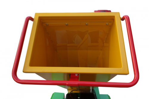 GTS-1500-wood-chipper-wood-shredder-15hp engine-side view input chute